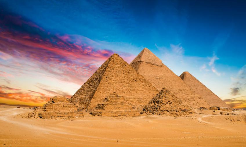 In Egypt, a highway will pass between the pyramids